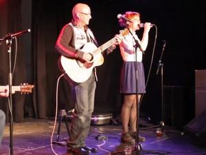 Sys Bjerre synger duet med far Nikolai
