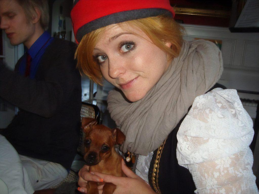 Sys Bjerre med sin hund Kafka