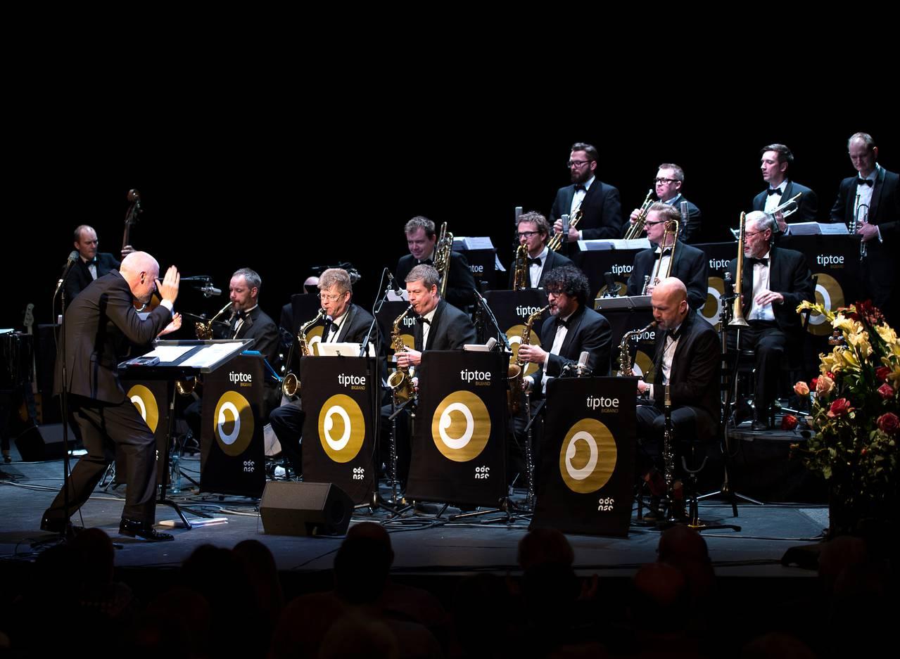 Til galla med Tiptoe Bigband: Jubilæumskoncert kræver tre forskellige solister